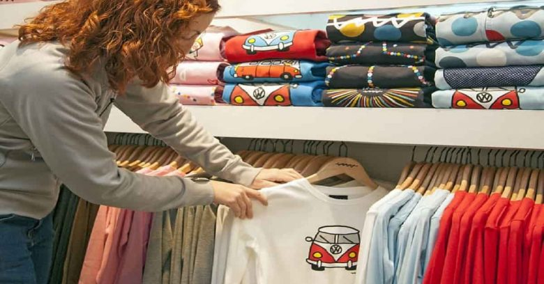 7 Reasons To Use Customized Clothes For Increasing Brand Awareness
